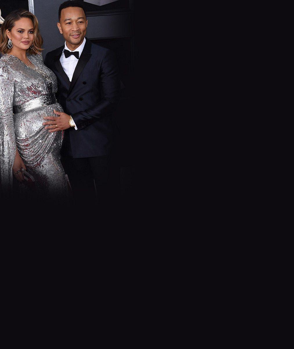 Bude to kluk! Známý zpěvák vzal na galavečer těhotnou manželku, která patří knejúspěšnějším modelkám