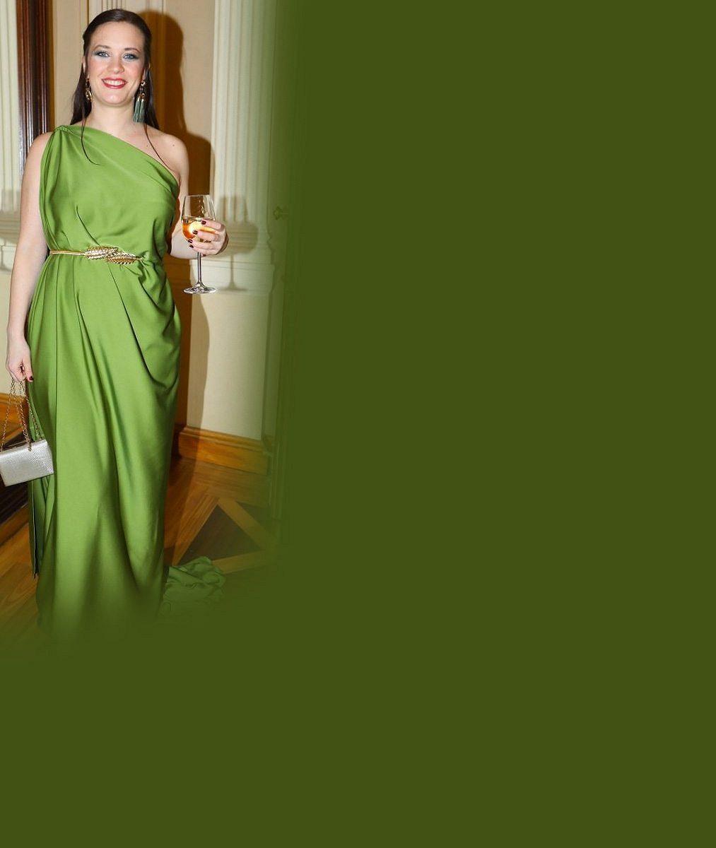 Tak velkou žábu jste ještě neviděli: Kristýna Leichtová na plese v modelu jako Esmeralda. Ukázala i přítele