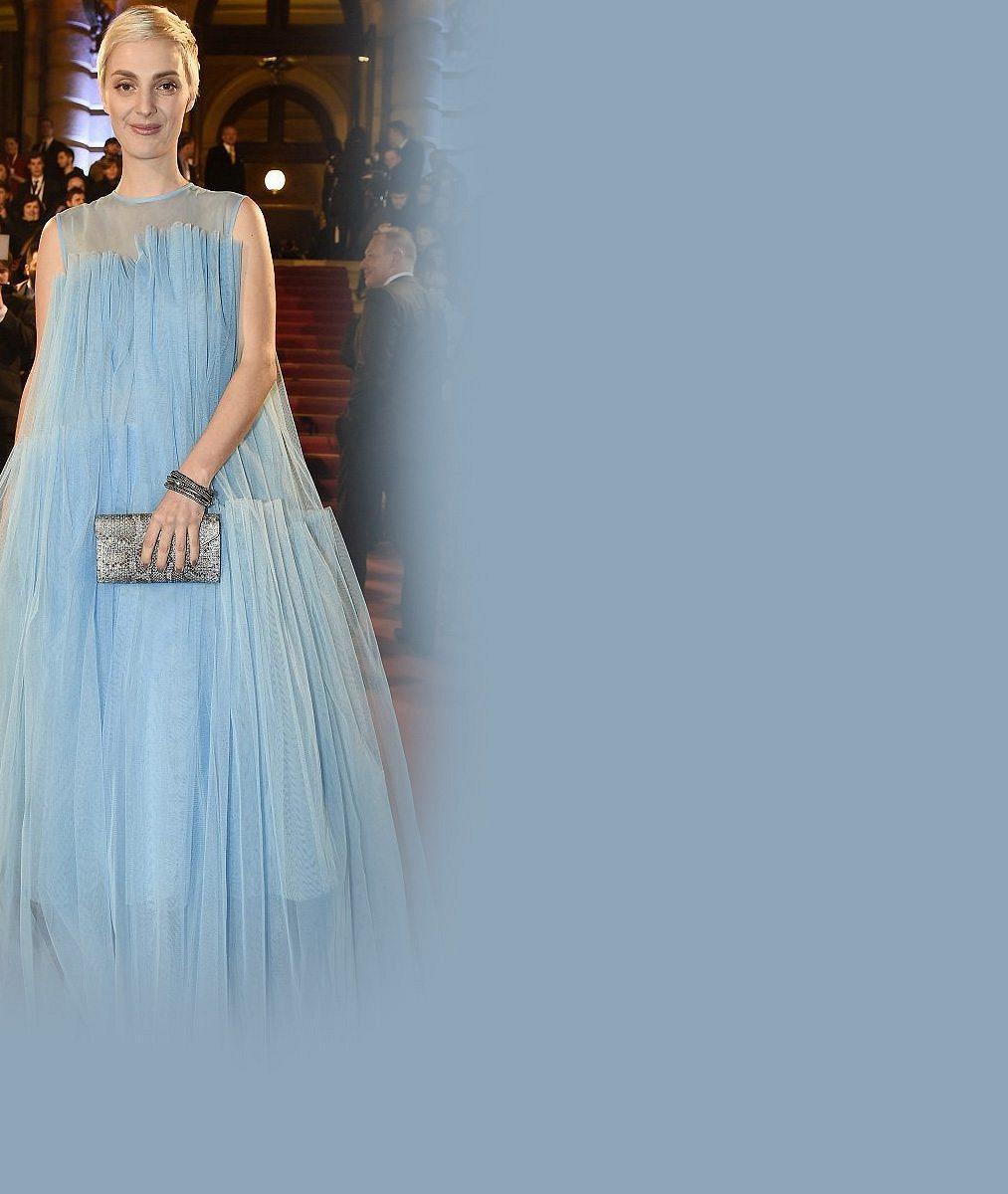 Bára Poláková má doma dalšího Anděla: Na ceremoniál zvolila volné šaty jako na Lvy. Je snad potřetí těhotná?