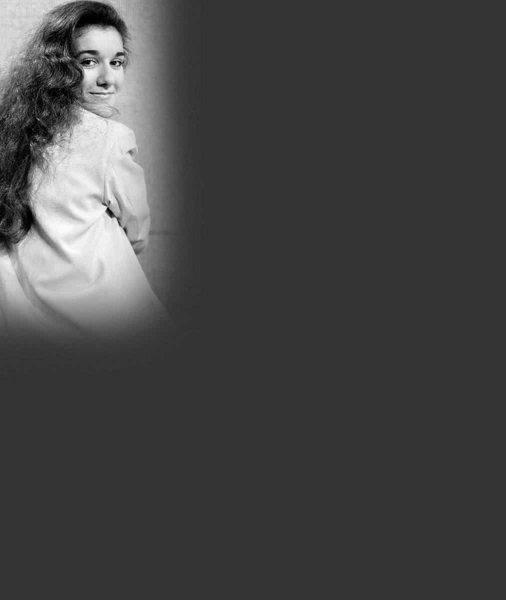 Poznáte zpěvačku, která ovládla hitparády po celém světě? Ve 14 letech popovou hvězdu ani omylem nepřipomínala