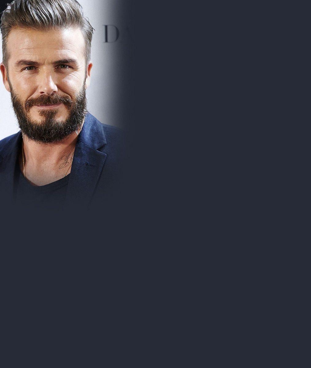 Vlasatý mladíček, vyholený drsňák i vysmátý blonďáček: 6 podob módního chameleona Davida Beckhama
