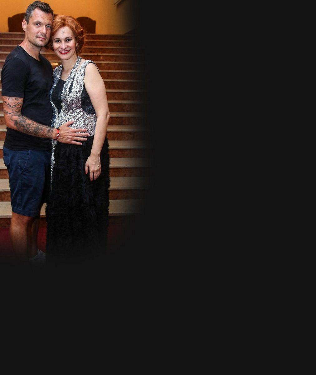 Tady aspoň nemusí zatahovat břicho: Těhotná Monika Absolonová se ukázala v plavkách