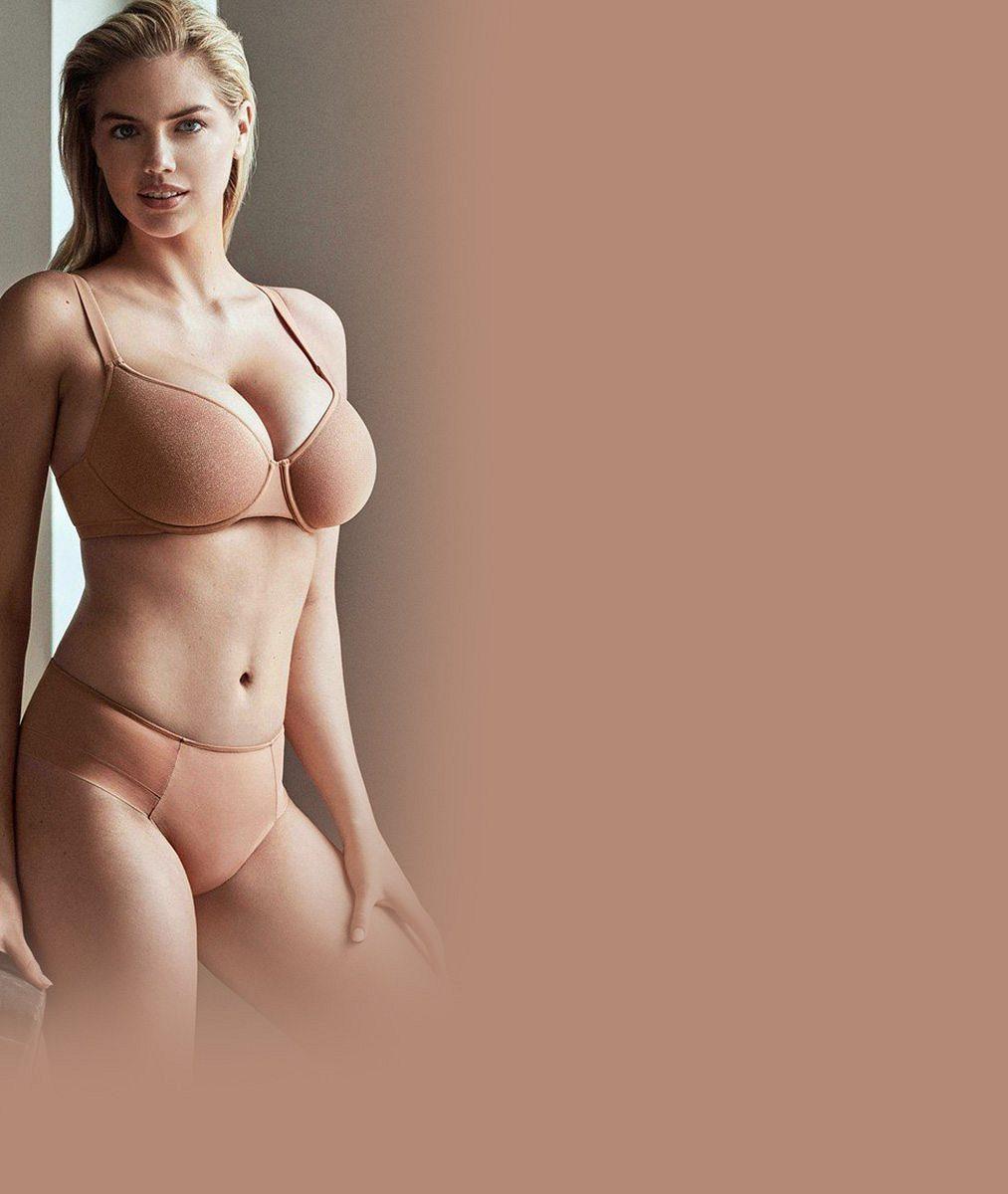 Modelka předvedla své přírodní pětky v prádle tělové barvy. Teď už ale její postava vypadá jinak