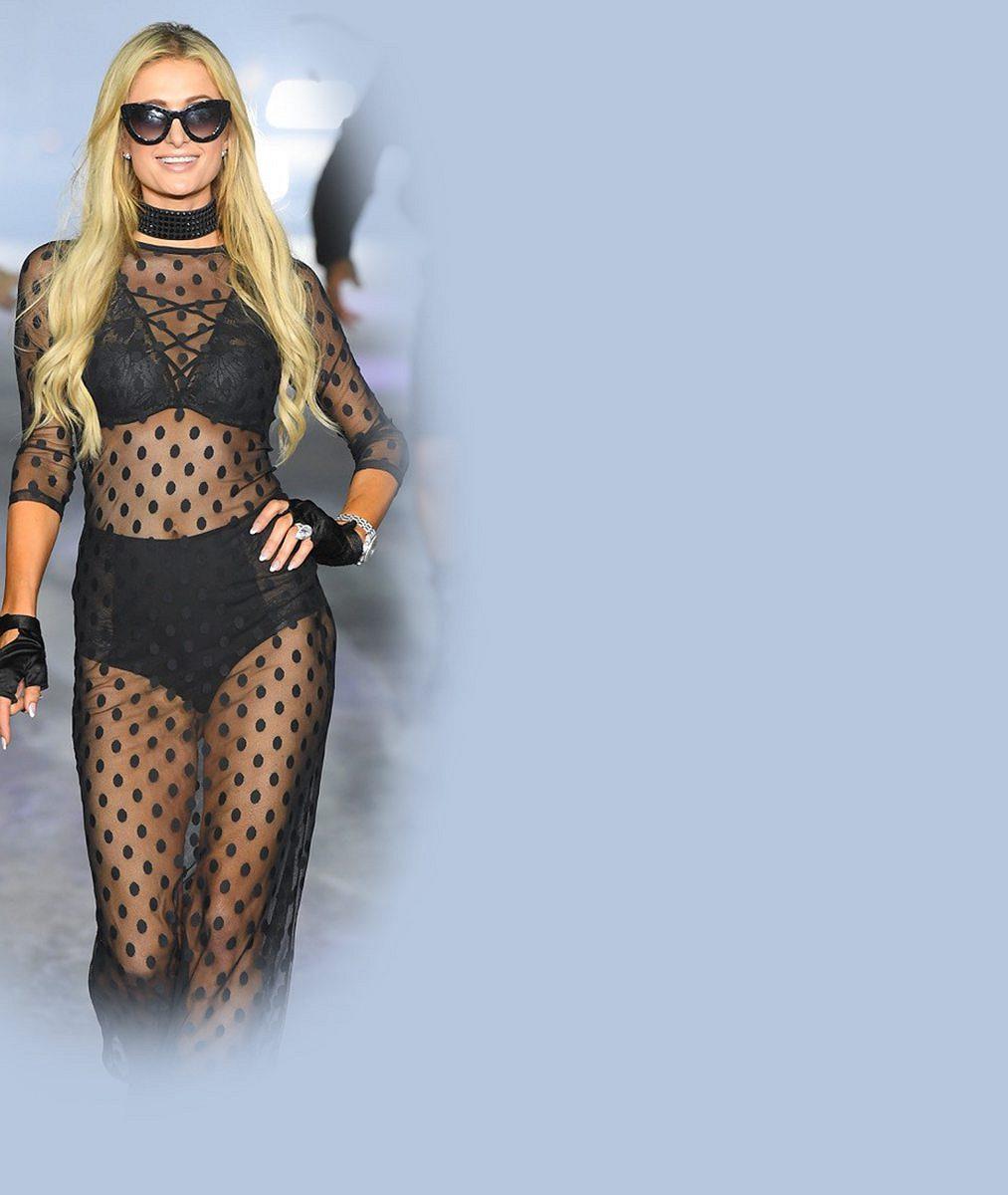 Paris Hilton se pochlubila pořádně nadupaným dekoltem: Podívejte se na její dráždivou fotku vžupanu