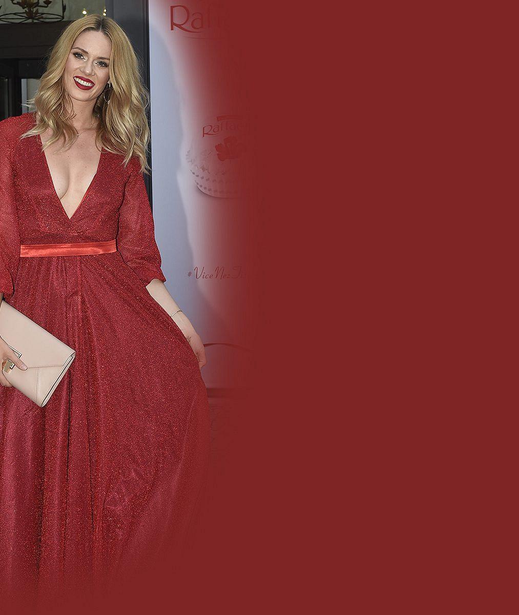 Manželský život si užívá plnými doušky: Takhle se krásná Nikol Moravcová tulila na premiéře ke svému vyvolenému