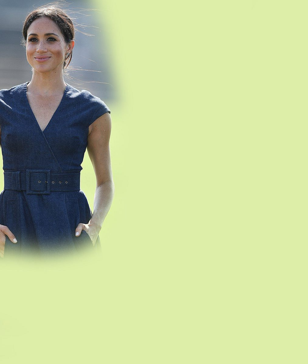 Miminko na cestě nebo jenom nešťastně zvolený střih šatů? Vévodkyně Meghan opět zmátla Británii