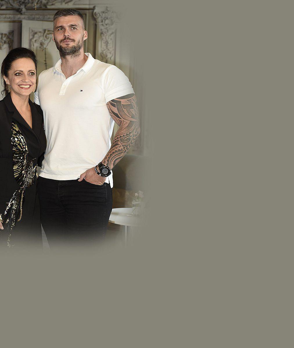 Přítel Lucie Bílé na dovolené vChorvatsku předvedl bicepsy širší, než je samotná zpěvačka