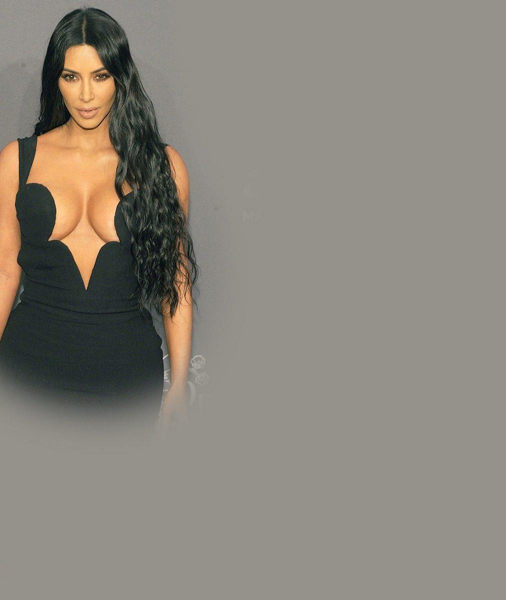 Kardashianky vystavily své ženské zbraně: Kim ale stěmi svými trochu zápolila