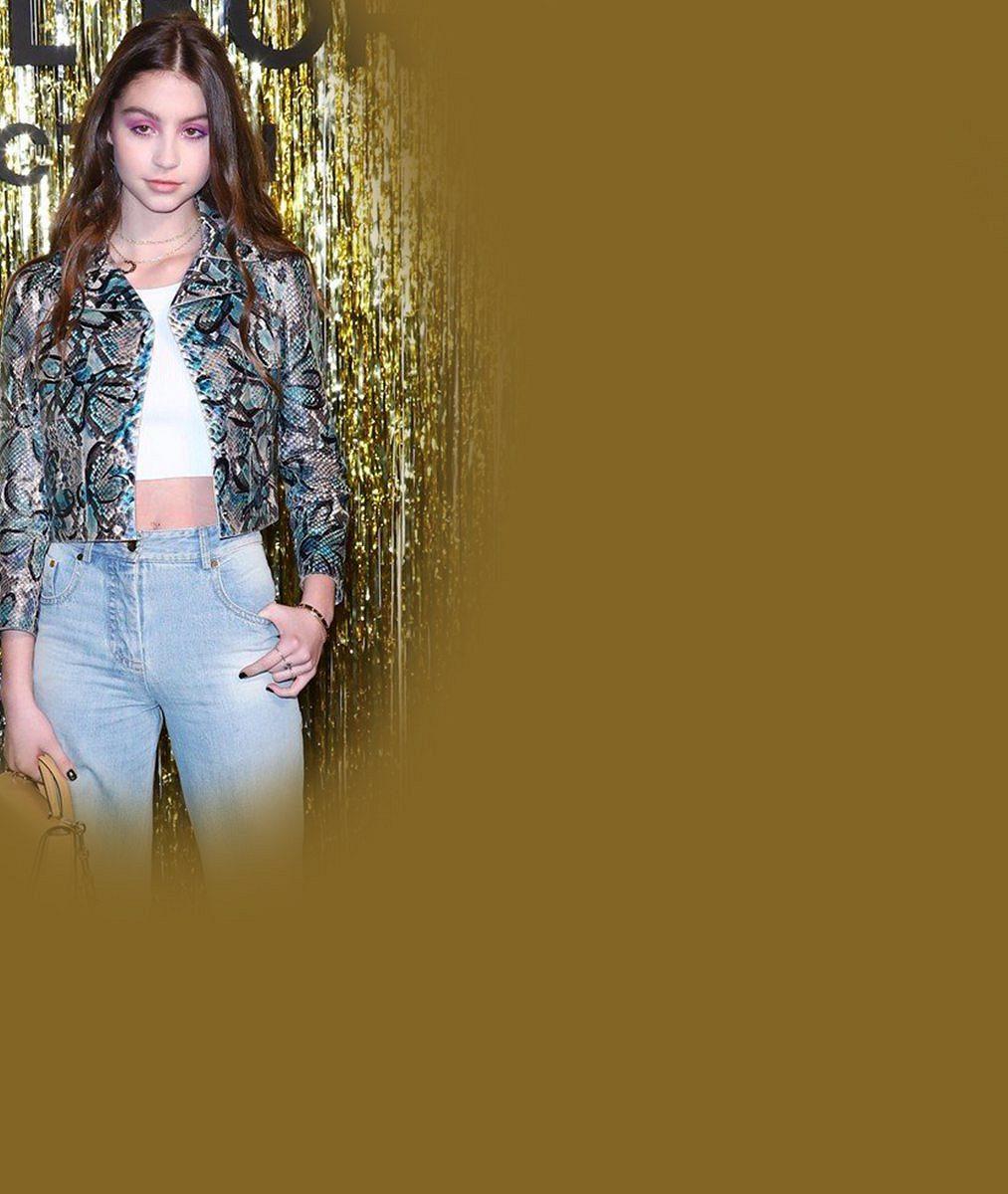 Michaela Douglase aCatherine Zetu-Jones na módní přehlídce zastínila jejich nádherná dcera Carys (15)