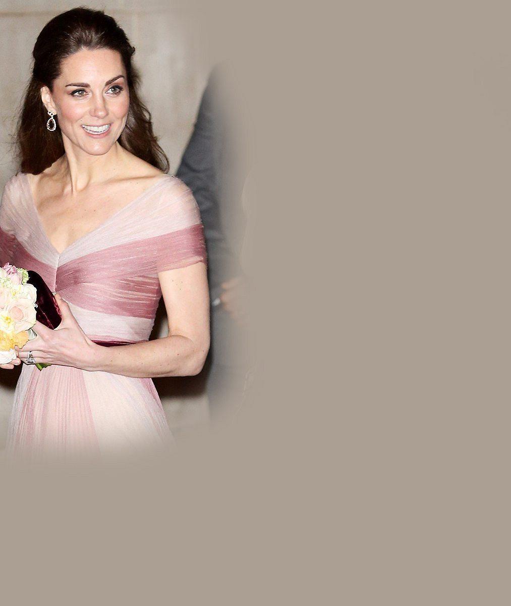 Jako Popelka! Vévodkyně Kate k růžovým šatům obula třpytivé střevíčky za 17 tisíc