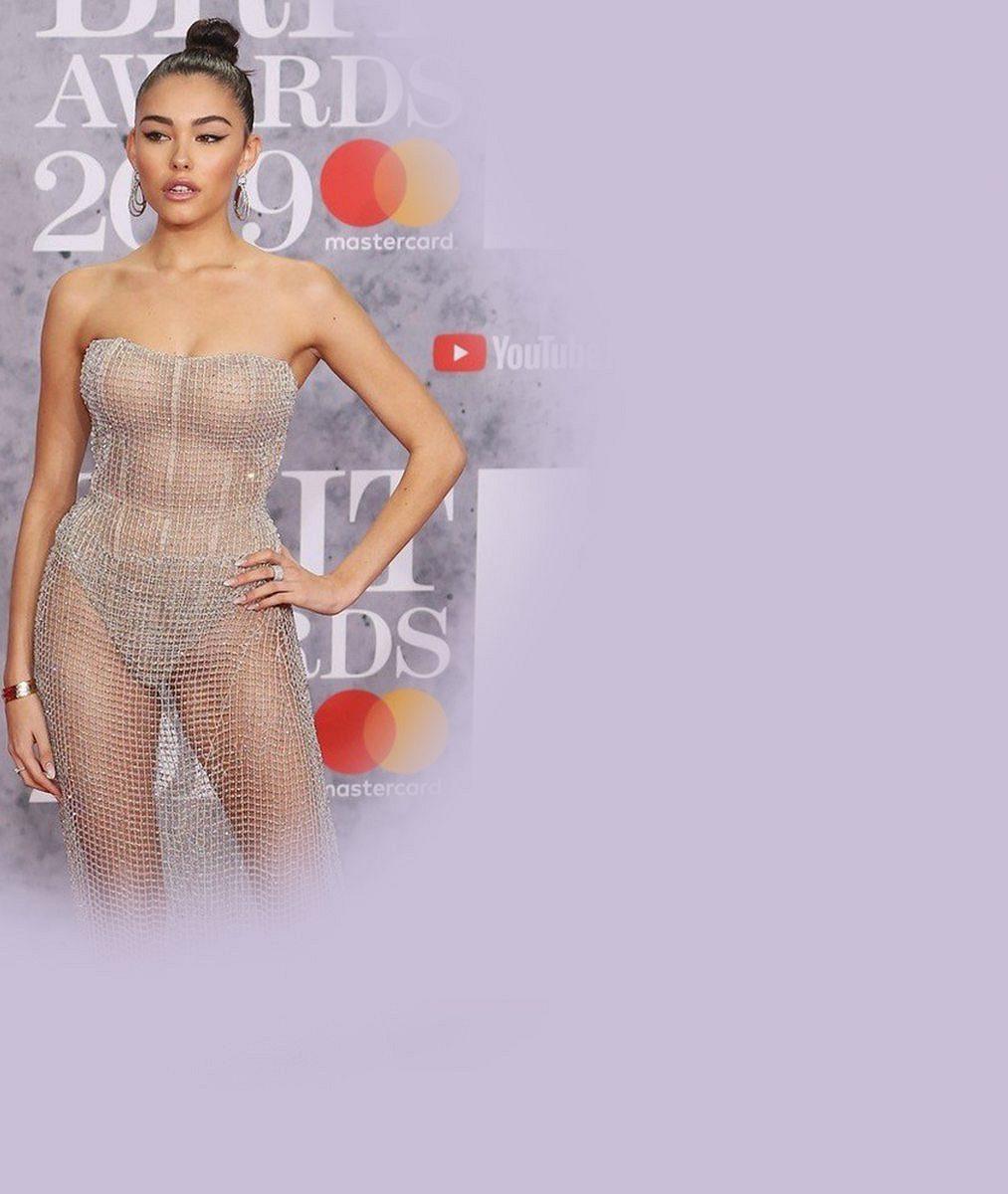 7 strašidel z BRIT Awards: Morticia, holý zadek, vánoční výzdoba i Hvězdné války