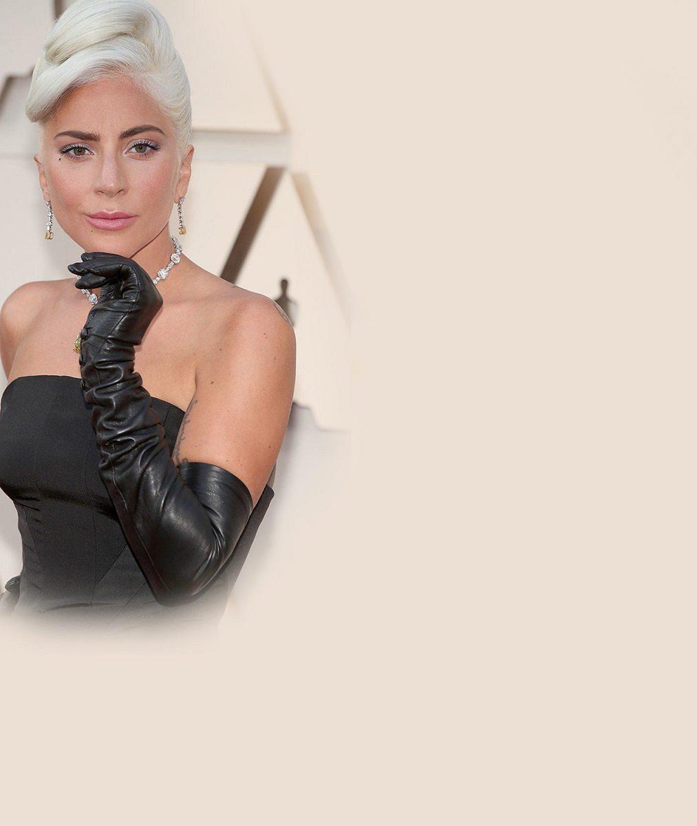 Nádhera nevyčíslitelné hodnoty: Lady Gaga si převzala Oscara se šperkem, který před ní zdobil legendu stříbrného plátna