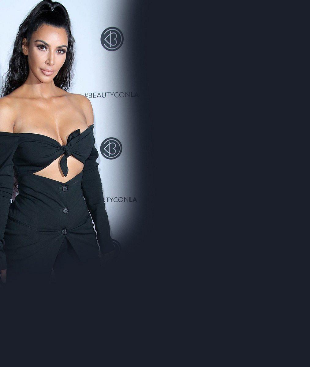 7 celebrit, které se na veřejnosti objevují bez podprsenky: Kim Kardashian i padesátnice z Melrose Place