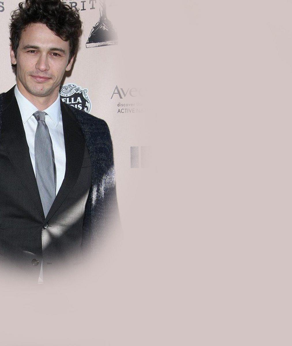 Hollywoodský herec, který byl nařčený ze sexuálních zločinů, sbalil o 15 let mladší herečku. Takhle jí to sluší v bikinách