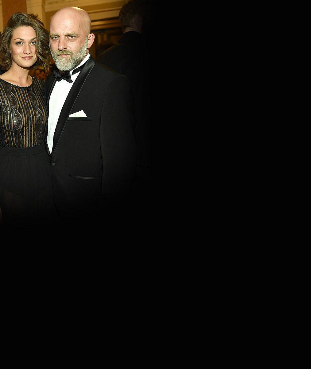 Hynek Čermák se pyšní svou o21let mladší manželkou anení divu: Tahle brunetka zUlice je prostě krásná!