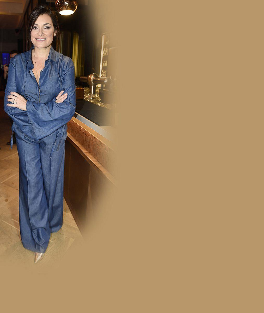 Postavičku má stále výstavní: Takhle Alena Šeredová provokuje nahoře bez na dovolené