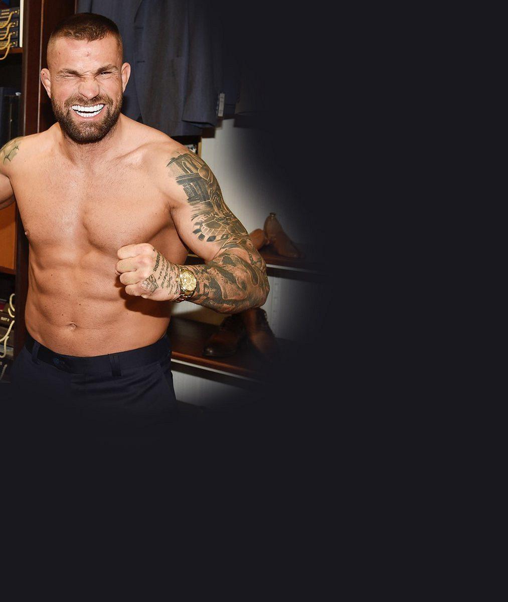 Karlos Vémola si nechal vytetovat nahou snoubenku s obřími silikony: Lela slzela štěstím