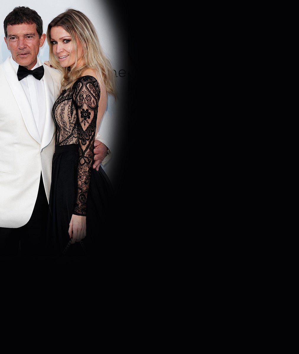 Antonio Banderas vCannes ukázal, jak vypadá pravá láska: Takhle líbal svou o20let mladší partnerku