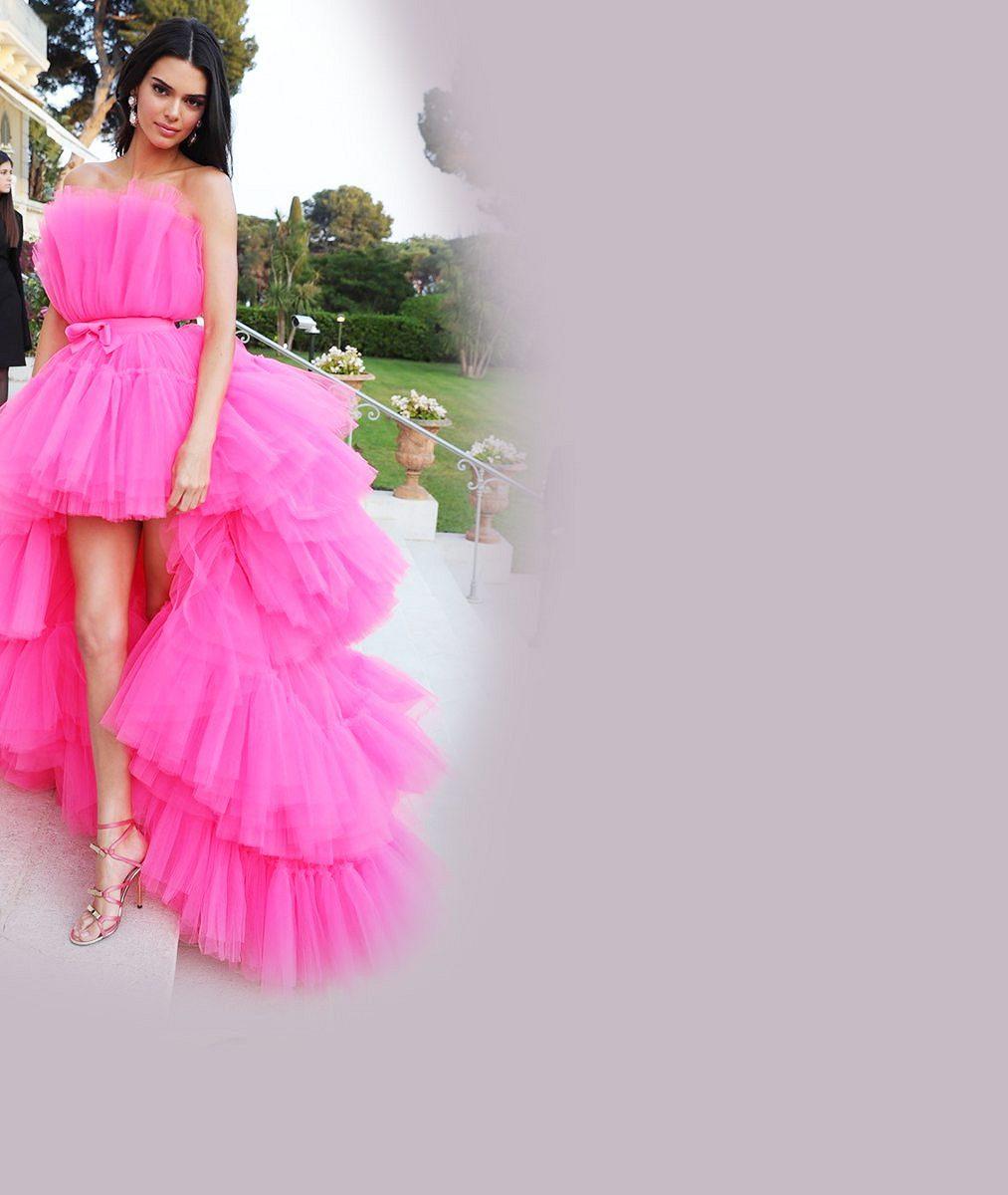 Nejpůvabnější dáma zklanu Kardashianových předvedla svou přirozenou krásu ve vodopádu růžového šifonu