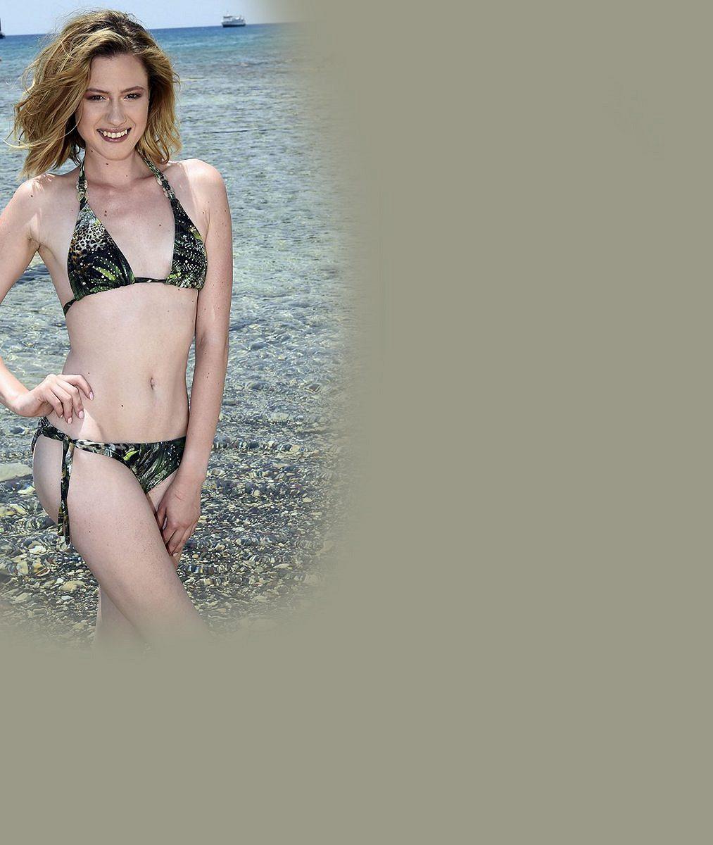 Než se na dovolené spálila, nechala se vyfotit nahá! Kráska zMiss iSuperStar ukázala snědé tělo azářivě bílý zadeček