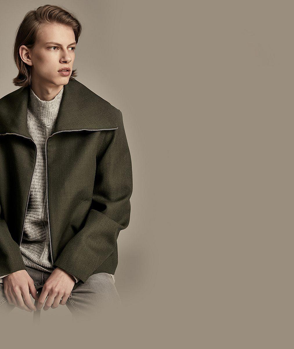 Nejlepší český model na svátku módy vPaříži je tento vlasatý mladík. Nesází pouze na svůj vzhled
