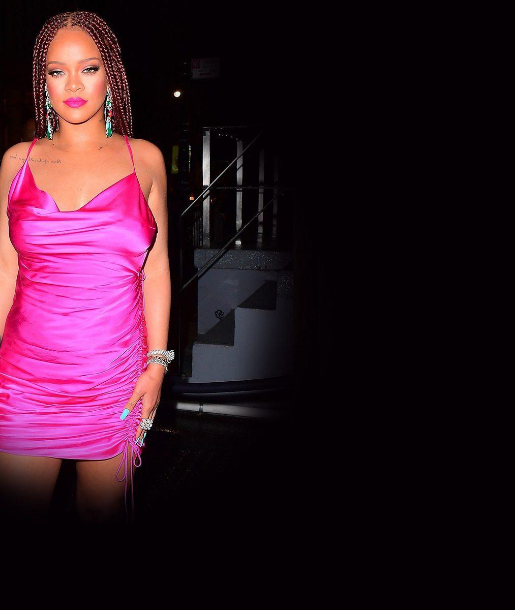 Rihanna ukázala své stále se zvětšující vnady vsexy prádle