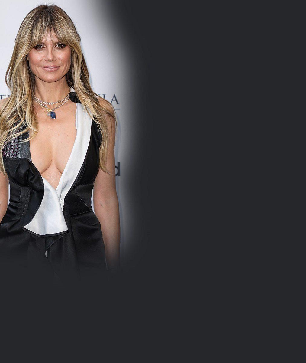 Takhle si užívá líbánky so17let mladším manželem: Heidi Klum ukázala prsa isnubní prsten