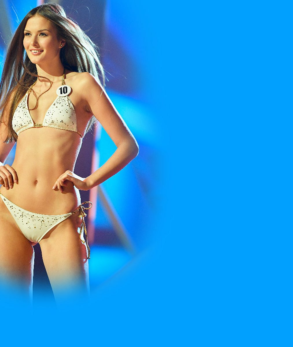 Zhubla a je to znát. Třetí nejkrásnější dívka planety Země oslavila 21. narozeniny v bikinách v Řecku