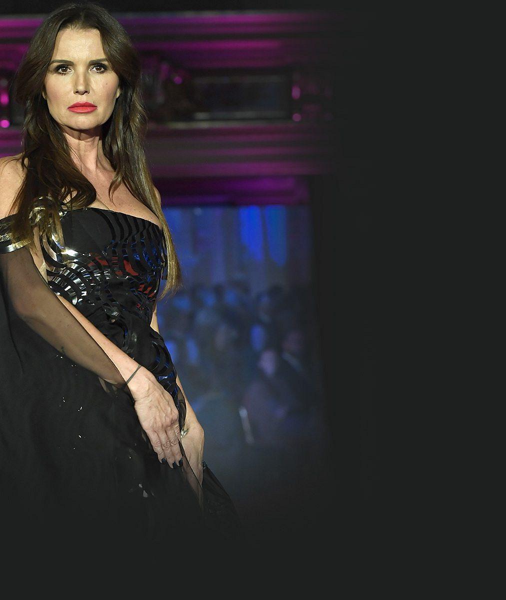 Ještě si troufne na molo: Bývalá královna krásy Silvia Lakatošová (46) předváděla sogeneraci mladšími modelkami