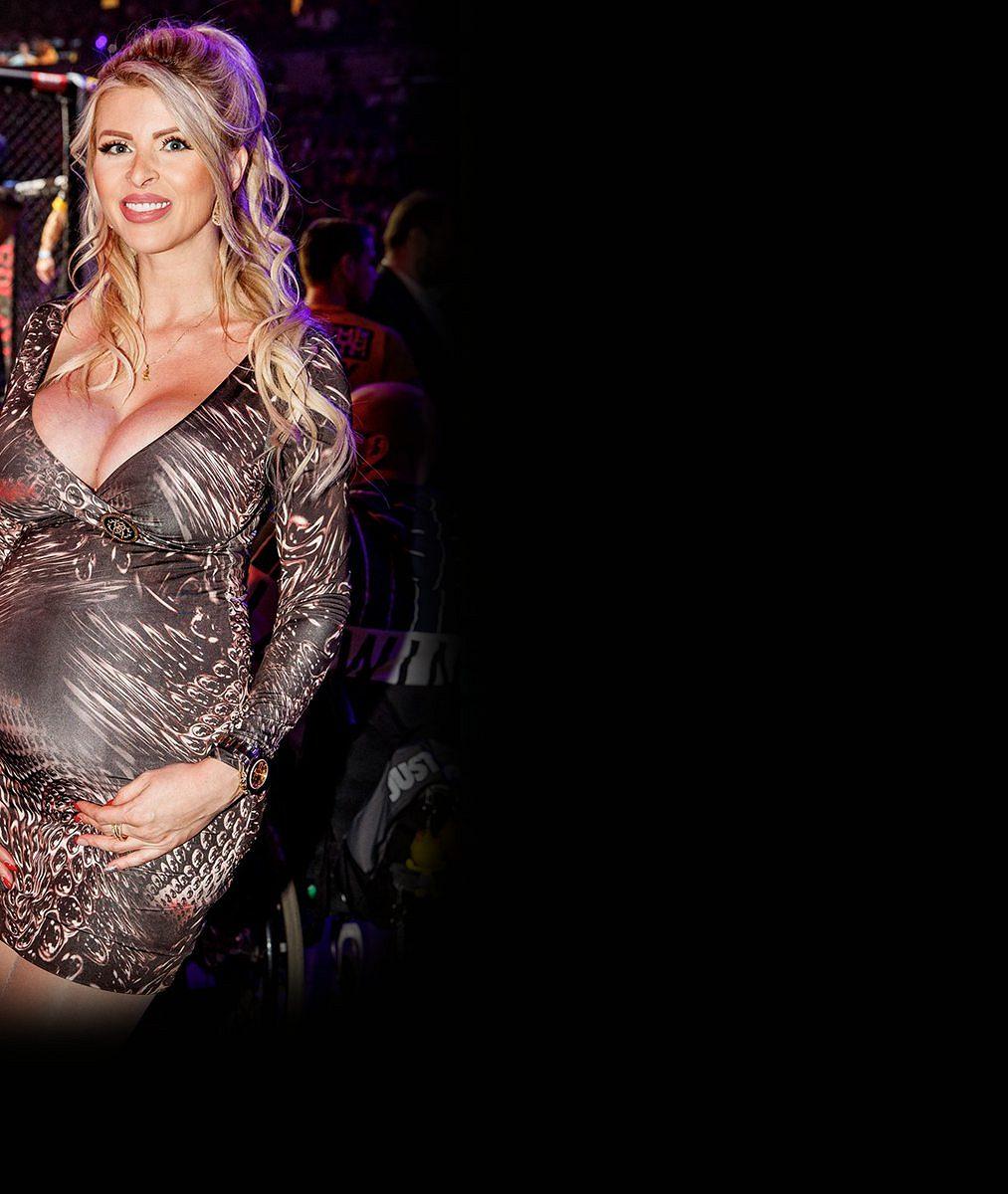 5provokativních fotek těhotné Lely Ceterové: Tahle vnadná silikonka teď utěšuje poraženého Karlose Vémolu