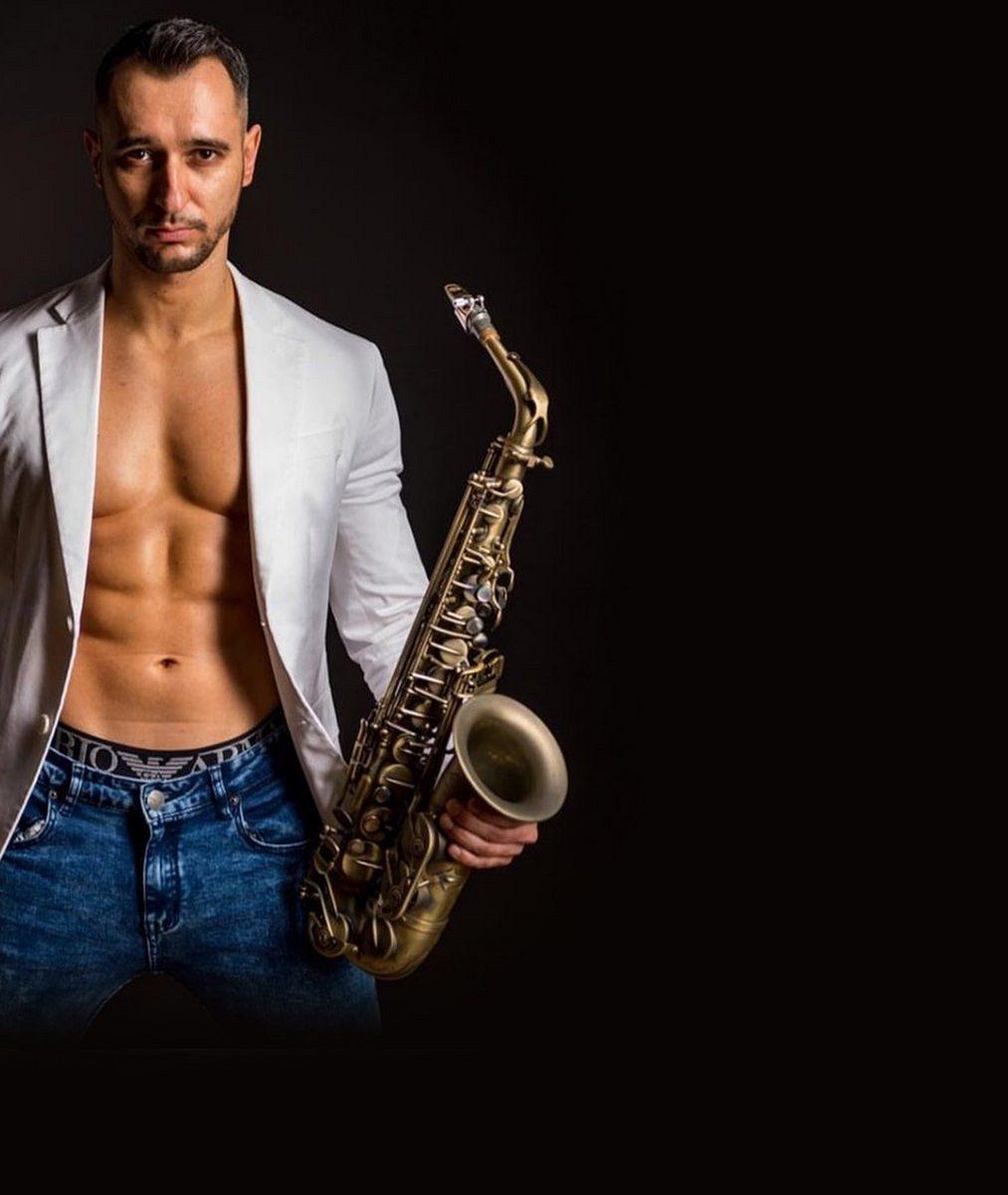 Ina svalnatého saxofonistu dolehla pandemie. Přišel opublikum auvažuje onávratu kpůvodní profesi