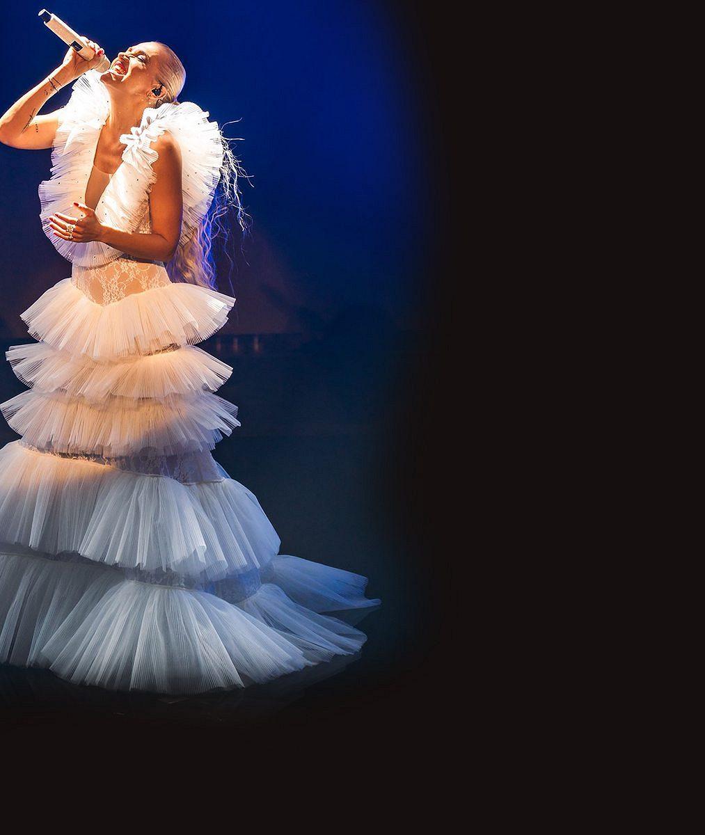 Šaty ve tvaru sněhové vločky, dýdžej, orchestr izvonky štěstí pro Gotta. Dara Rolins předvedla svou verzi Vánoc