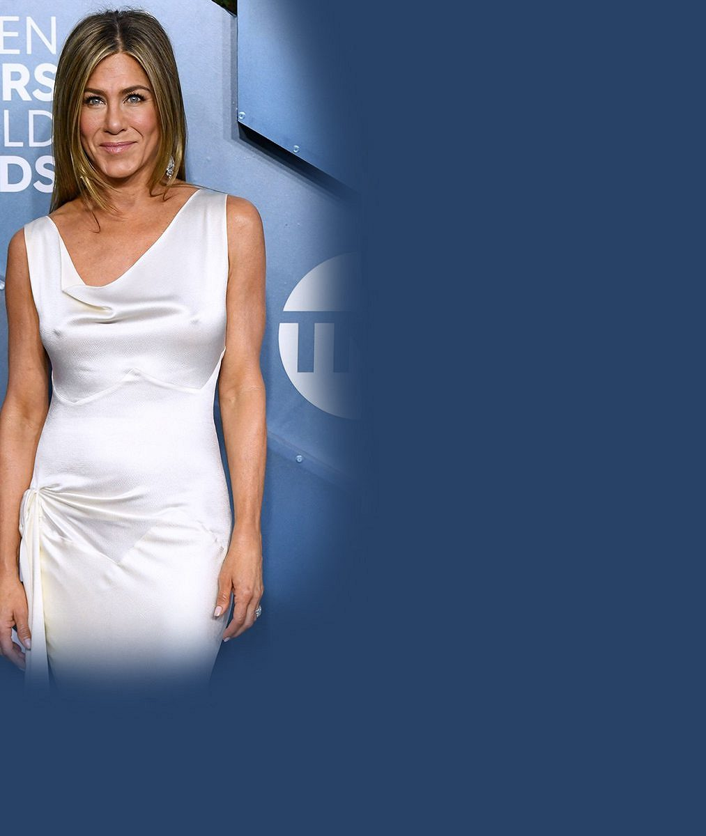 Doufám, že z ní Brad strhal ty šaty! Fanoušci divoce reagují na shledání Pitta a Aniston