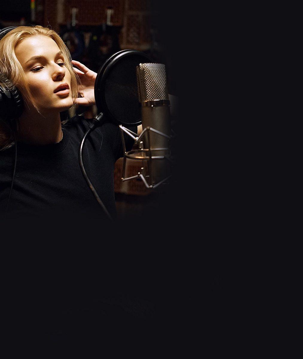 Česká zpěvačka, která zní konečně světově. Tuhle popovou princeznu přirovnávají kTaylor Swift aKaty Perry