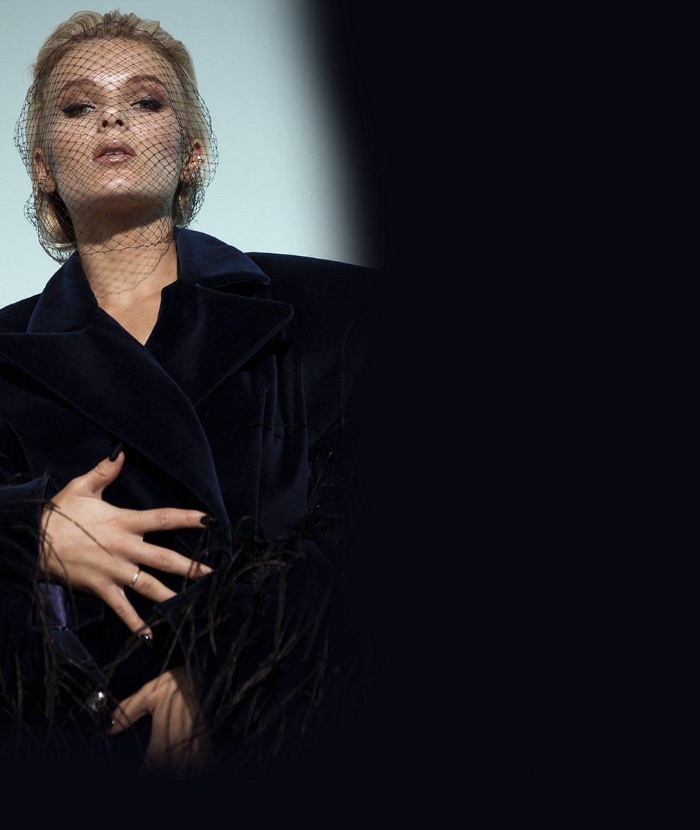 Česká zpěvačka, která konečně zní světově, se vklipu tulí kpohlednému ukrajinskému modelovi