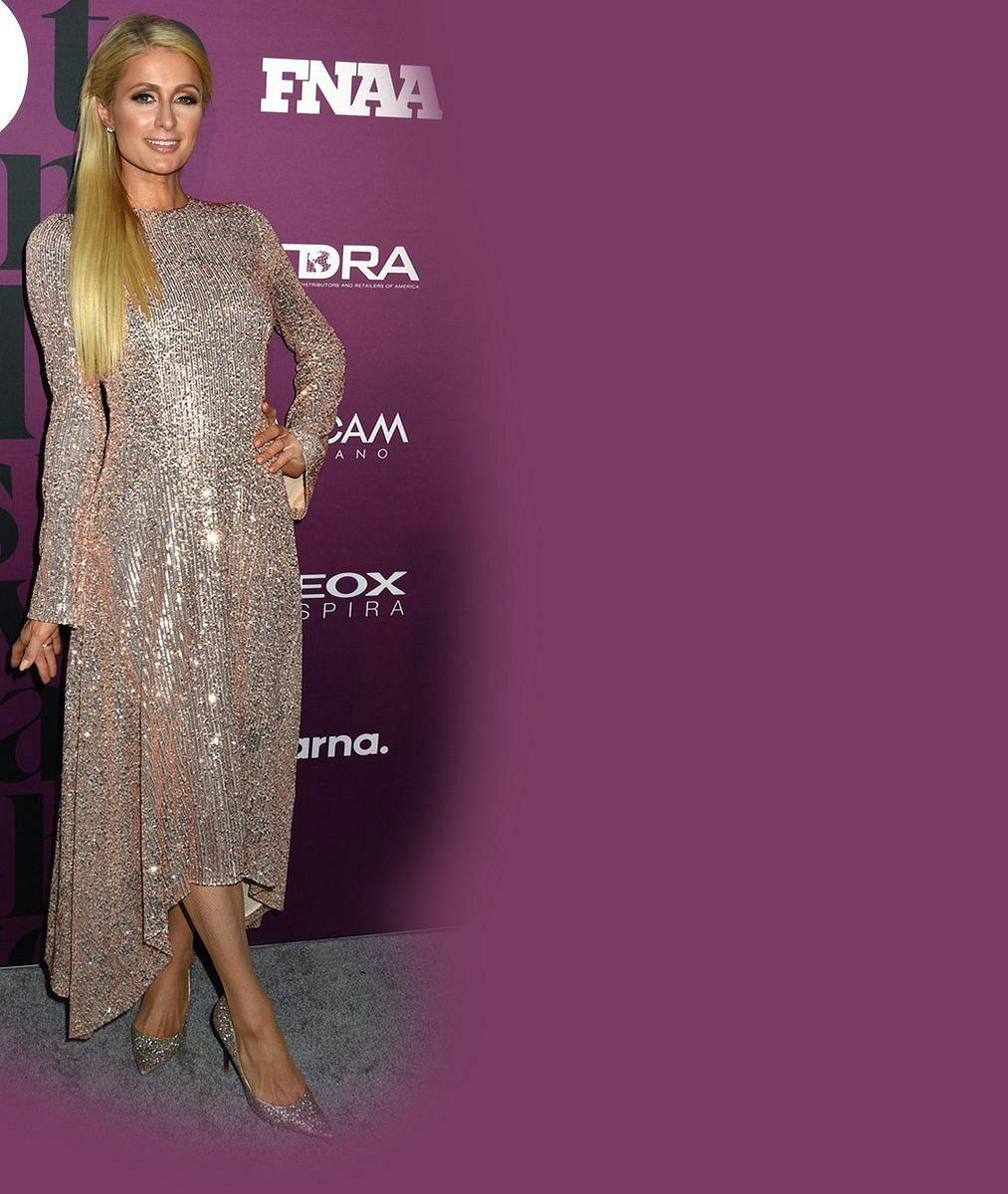 Paris Hilton zavzpomínala na pubertální roky, kdy si vycpávala push-up podprsenku