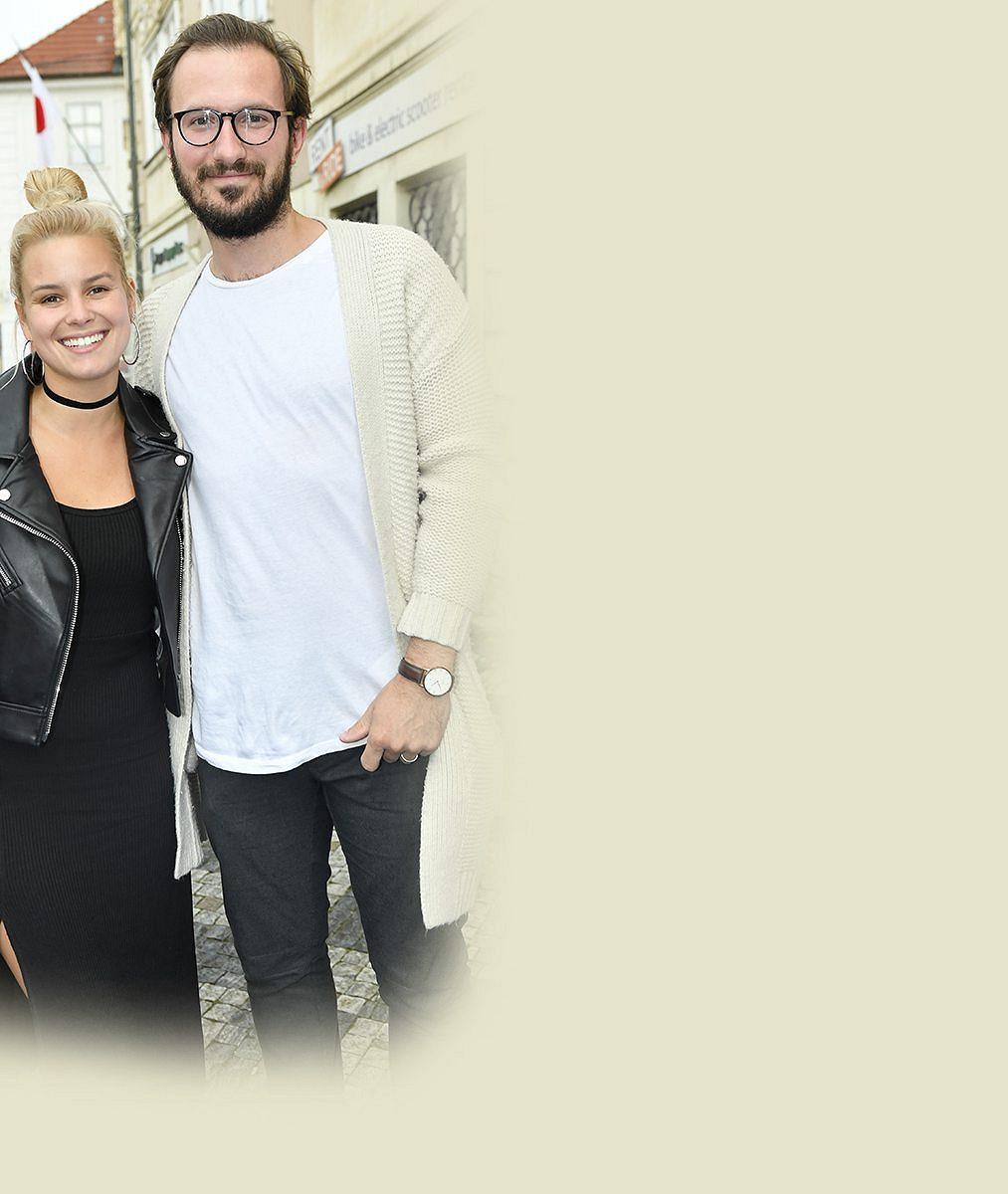 Patricie Pagáčová je těhotná, smanželem Tiborem čekají první dítě. Bříško herečka ukázala na Maledivách
