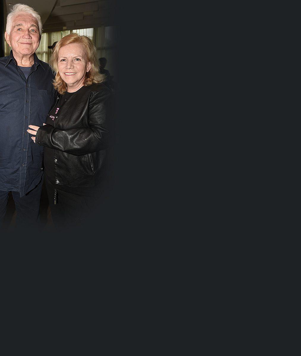 Jiří Krampol se loučí s milovanou Haničkou (✝59): Na vzpomínkové posezení dorazila i smutná Dáda Patrasová