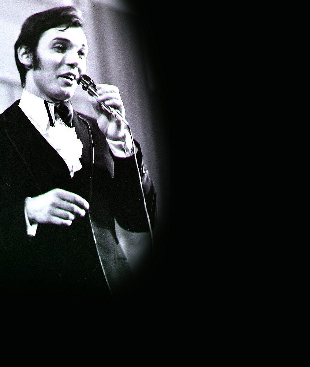 8 foto perliček Karla Gotta (✝80) ze zlatých 60. let: Takhle před třicítkou řádil na pódiích