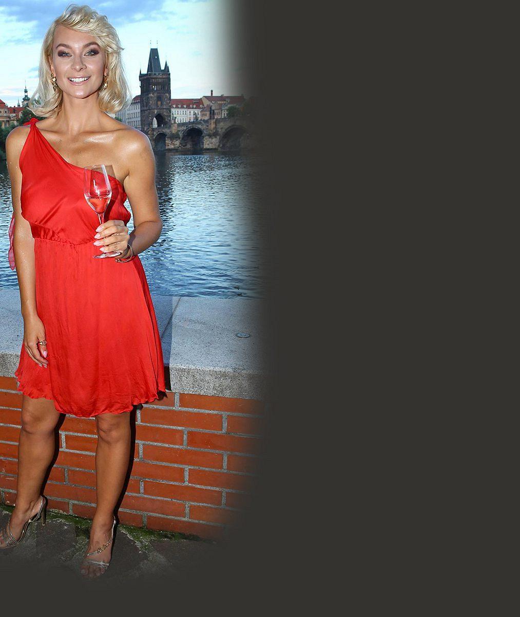 Barbora Mottlová složila náročné zkoušky! Tohle je oficiálně nejvíce sexy realitní makléřka Česka