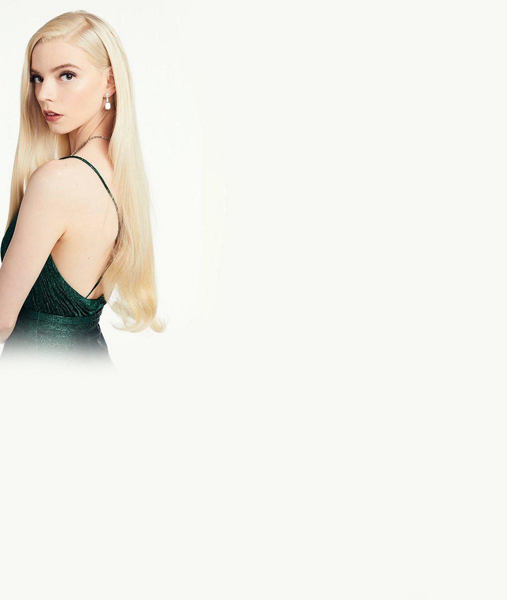 Královna Zlatých glóbů. Anya Taylor-Joy měla na sobě skvost od Diora, který vznikal víc než dvanáct dní vkuse