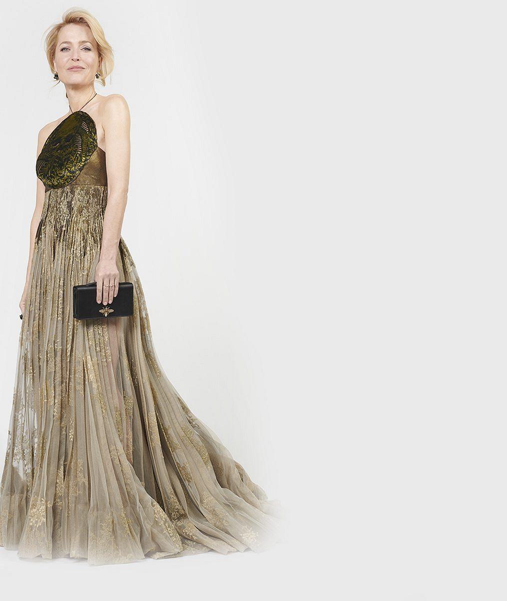 Vítězná Gillian Anderson se ke Zlatým glóbům připojila zpražského hotelu. Šaty od pasu nahoru vypadaly skvěle