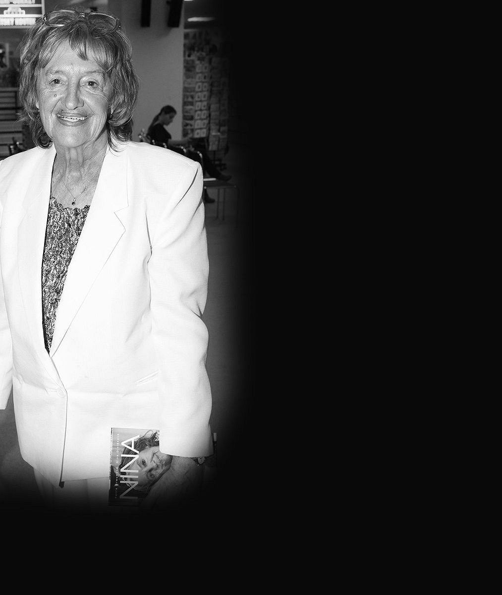 Hvězdy seriálu Vyprávěj vzpomínají na zesnulou Ninu Divíškovou (✝84): Byla to dáma iživel. Milovali jsme ji!