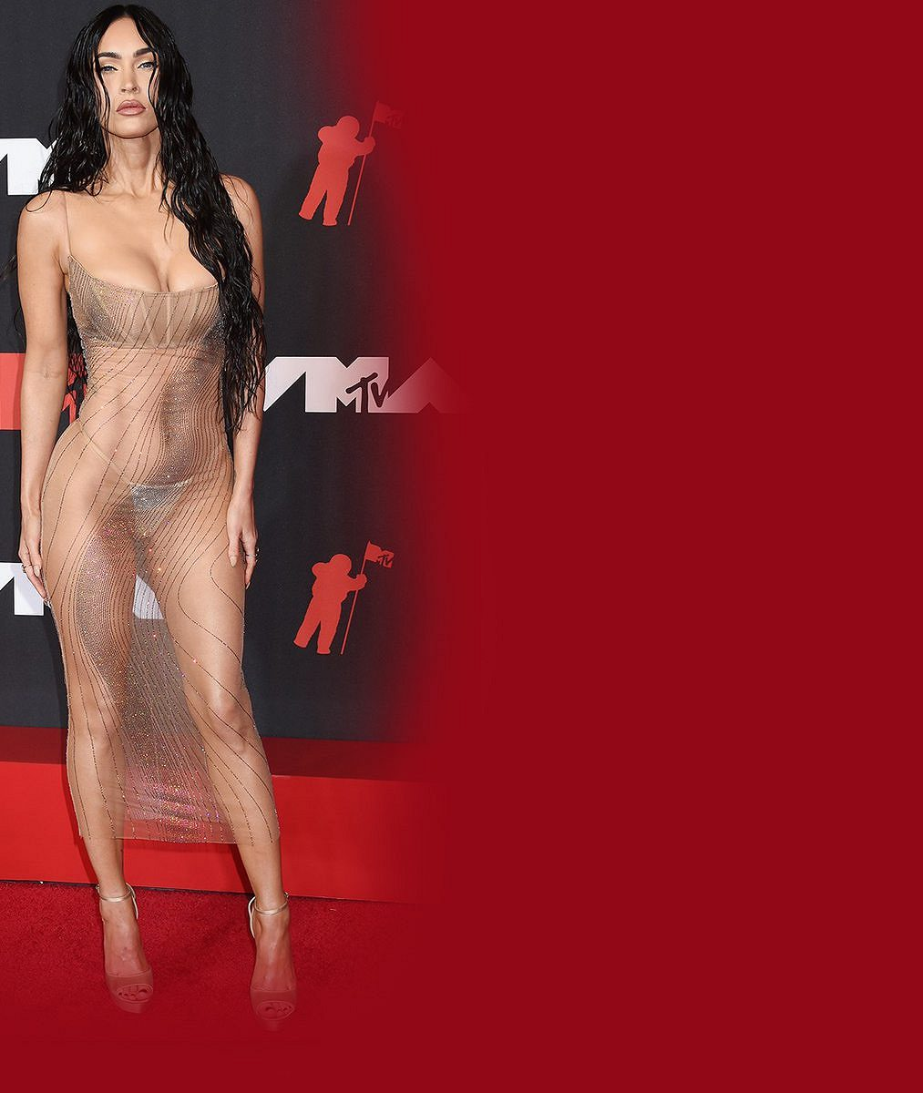 Pikantnější fotky dnes neuvidíte: Kourtney Kardashian a Megan Fox se k sobě tulí ve spodním prádle i nahoře bez