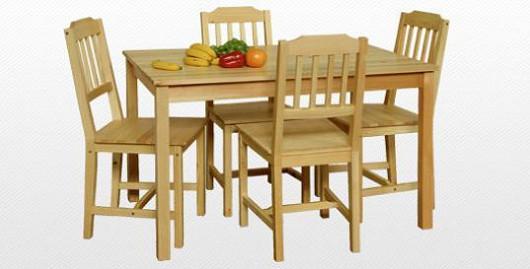 Jídelní stůl se čtyřmi židlemi
