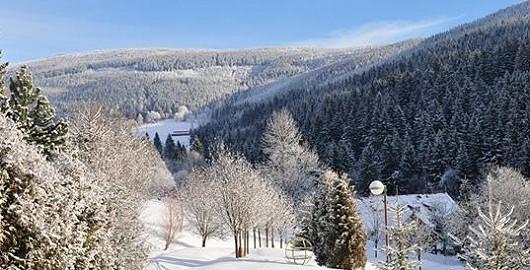 Zimní týdenní balíček se skipasem a polopenzí v Krkonoších se slevou 50 %