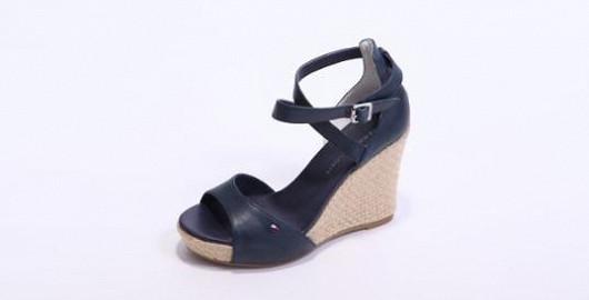 Tommy Hilfiger – velmi pohodlné a moderní sandály na platformě