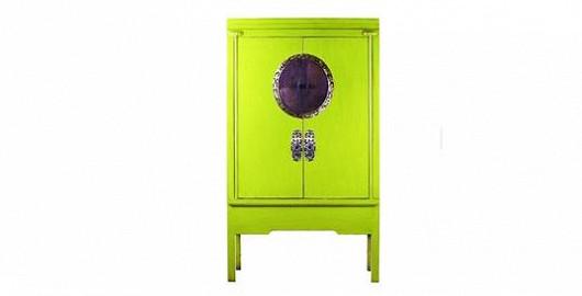 Krásná a stylová žlutozelená skříň, do které se vejde úplně všechno