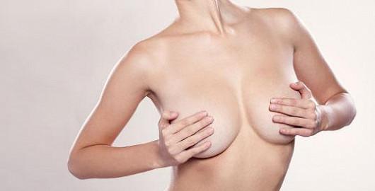 70 % žen touží po krásnějších prsou