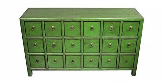 Patinová zelená komoda s rejstříkem zásuvek pro všechny nezbytnosti